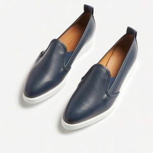 EUC Everlane Navy Leather Street shoe sz 5 1/2